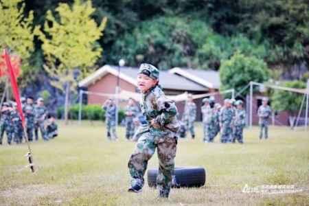 青少年军事体验